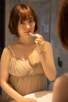 声優の花澤香菜さん、写真集発売でおっぱい露出してくれるwww【エロ画像】