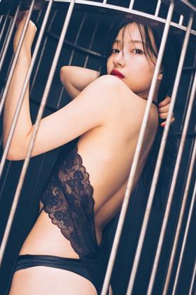 村瀬紗英さん、写真集発売!!!超セクシー路線で脱ぎ始めるwww【エロ画像】