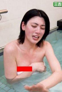 三吉彩花さん、おっぱいポロリサービスが過激すぎるwww【エロ画像】