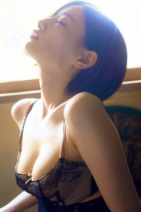 """中田花奈さん、卒業写真集で""""推定Fカップの巨乳""""を披露www【エロ画像】"""