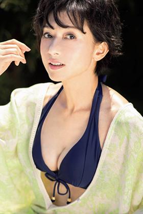 斉藤慶子さん、六十路熟女の最新水着グラビアが意外にシコいwww【エロ画像】